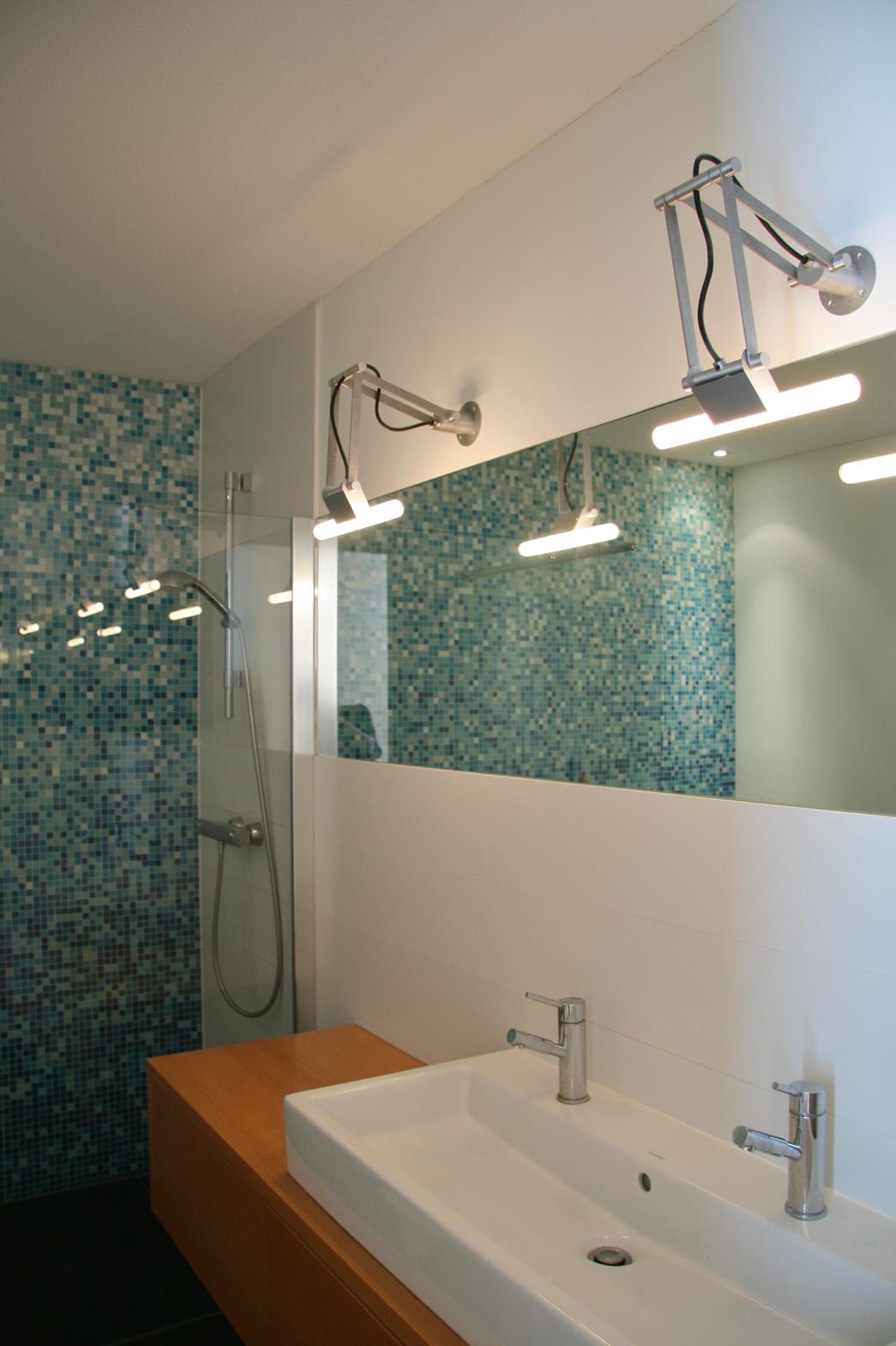 woonhuis-almere-badkamer-spiegel-lamp-bisazza | Marianne Geers